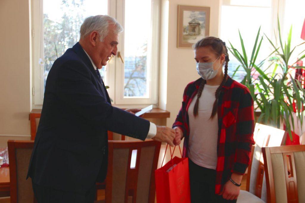 Burmistrz pogratulował sukcesów młodej zambrowiance Patrycji Buczyńskiej